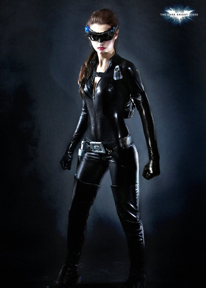Anne Hathaway as Catwoman. Where's the ears? (1/2)