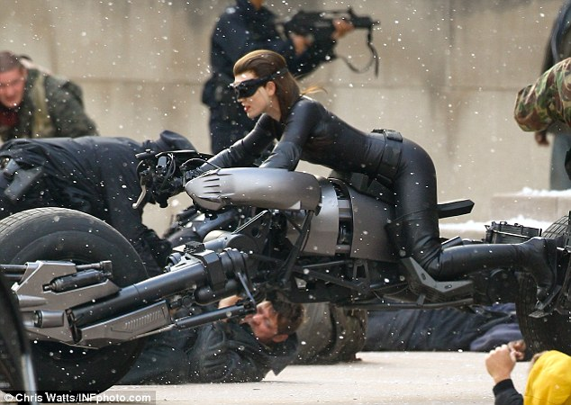 Anne Hathaway as Catwoman. Where's the ears? (2/2)