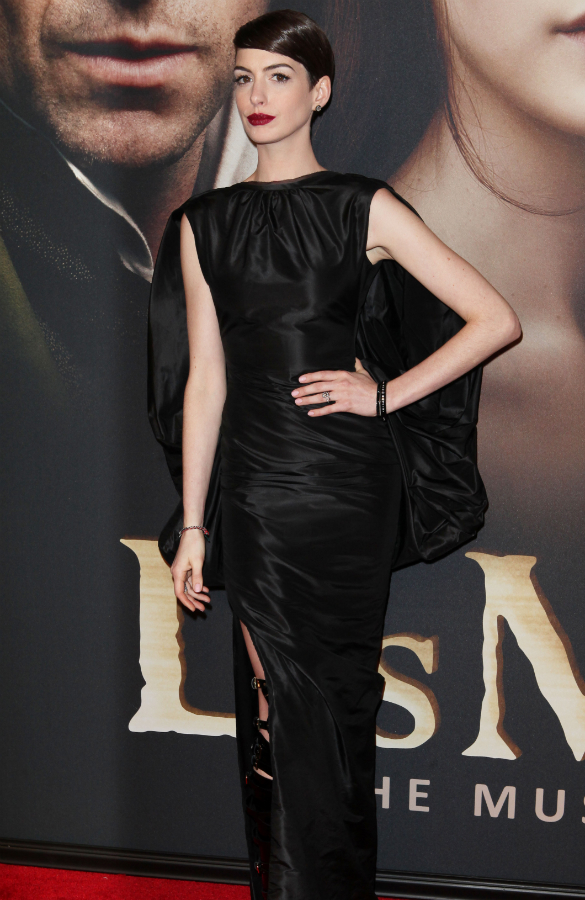Anne Hathaway Commando