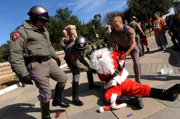 Santa arrested in Austin, TX for Giving out Sidewalk Chalk to Children #OccupySanta?#OccupyTexas
