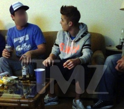 I BIELIEB.....That's a Blunt. Justin Bieber Caught Smoking Weed #NYE (1/3)