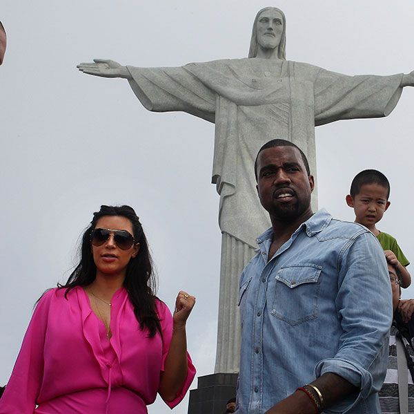 Kimye Poses as Jesus Christ in Brazil #Tacky #Tactless #StuntQueens (2/2)