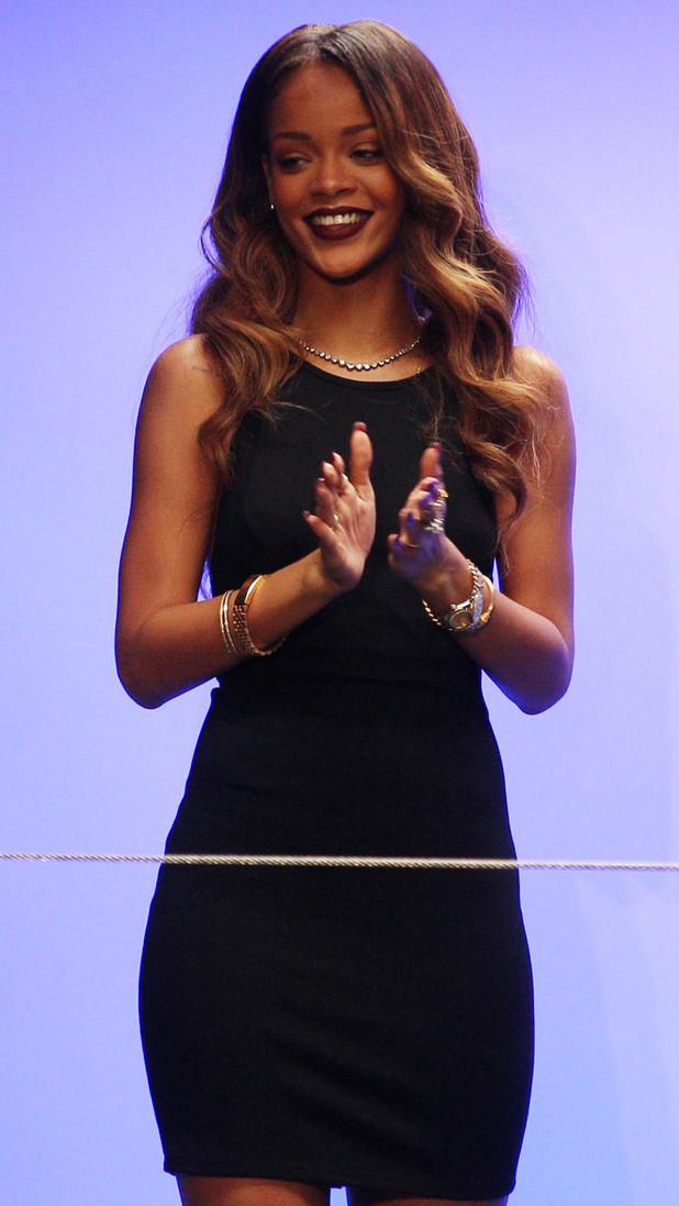 Rihanna Creates 'Slutwear' Line for her Debut at London Fashion Week, Jeopardizes £800,000 Contract #LFW #Rihanna #Tragic #Horror#WeedTweet
