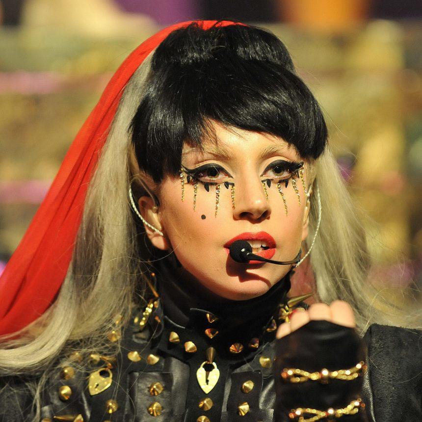 Lady Gaga new iPad wallpapers 2048x2048 (07)