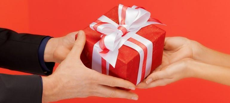 It's a Jolly old time to shop for gifts. DO's and Don'ts for Buying for you special someone.